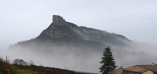 Solutre-Pouilly, Francia: La roche dans la brume