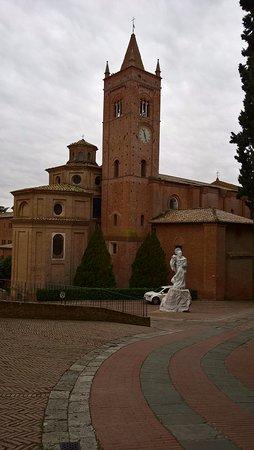 Asciano, Italia: Abbazia esterno