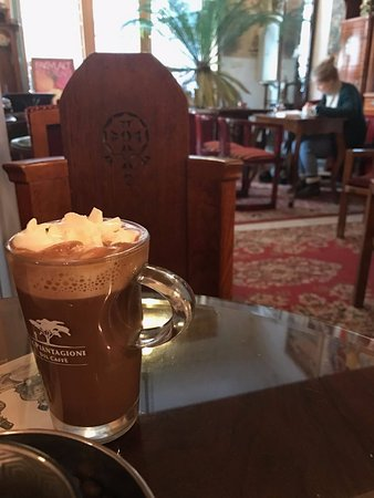 House of Hungarian Art Nouveau (Magyar Szecesszió Háza): Hot chocolate at the Art Nouveau Cafe
