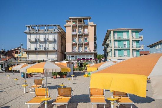 Hotel sara bellaria igea marina italia prezzi 2018 e for Pensioni amsterdam centro economici