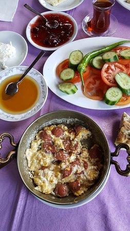 Zeytin Alti: Колбаса жареная с яйцами. Изумительно