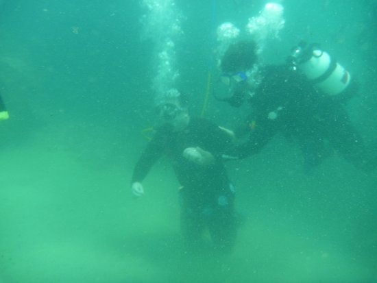 Port Noarlunga, Australia: SNUBA - got to the 6m deep bottom with Benny's assistance - awesome!