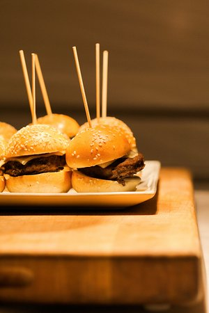 Harbor View Hotel: Yummy sliders from Lighthouse Grill