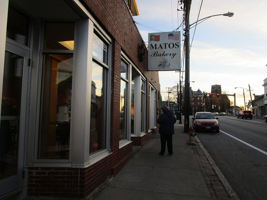 West Warwick, RI: That is me in front of  Matos Bakery.