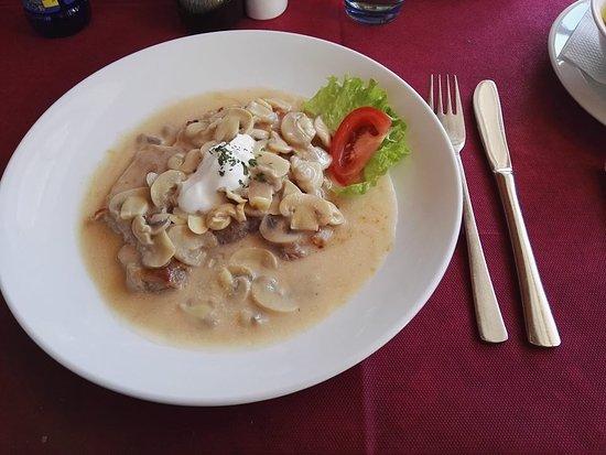 Bohinjska Bela, Slovenia: Bistecca con funghi