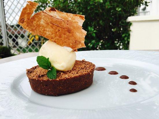 restaurant l'Argousier : Tarte au chocolat, glace au poivre de sechuan
