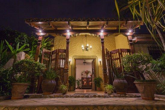 Hotel Los Robles Photo