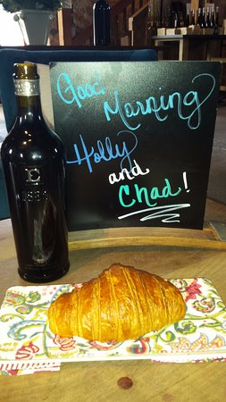 Ehlers Estate Winery: Earlybird 930am tasting and tour with croissants!