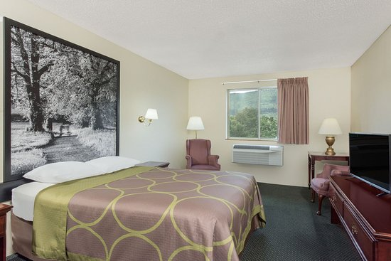 Burnham, PA: Room with Queen size bed.
