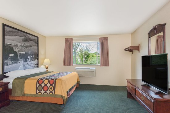 Super 8 Burnham/Lewistown: Family Suite