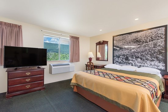 Super 8 Burnham/Lewistown: Jacuzzi Suite