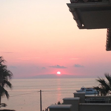 Anassa Hotel: Sunrise view from room