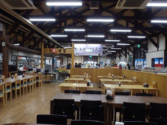 Owase, Japon : 広い店内