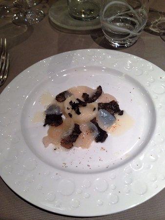 Rosheim, Frankrike: Emincé de St Jacques aux truffes, purée de céleris