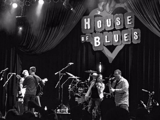 House of Blues Restaurant & Bar Chicago: Trippin' Billies show from the stage right side