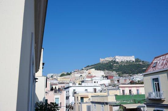 B&B Attico Partenopeo: Castel Sant'Elmo visto dalle camere superior