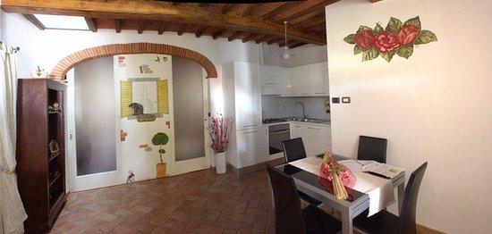 Angolo cottura e soggiorno - Foto di La Casa delle Rose di ...