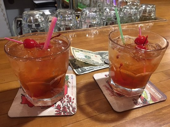 Friendship, WI: Brandy Old Fashions at Inn of the Pines