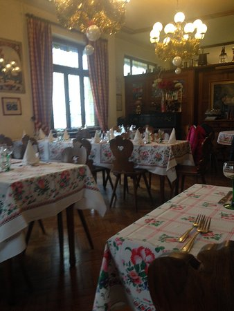 Ostheim, Frankrike: Very quaint old fashioned eating room