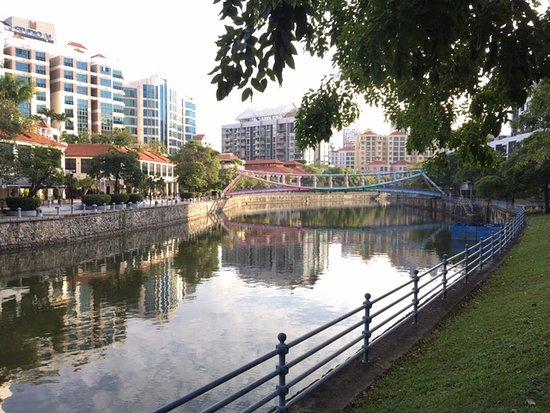 Hotel Miramar: Singapore river opposite hotel
