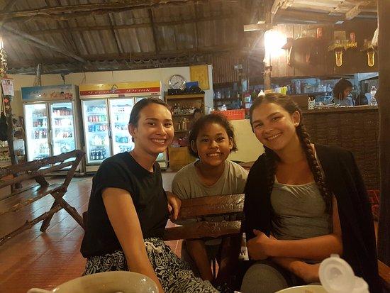 Kantang, Tayland: I midten ses den skønne betjening
