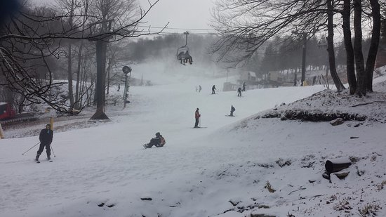 Beech Mountain, NC: This is the bottom of the slope near the lifts.