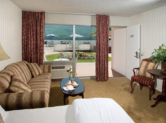 The Georgian Lakeside Resort: Poolside Jacuzzi Room