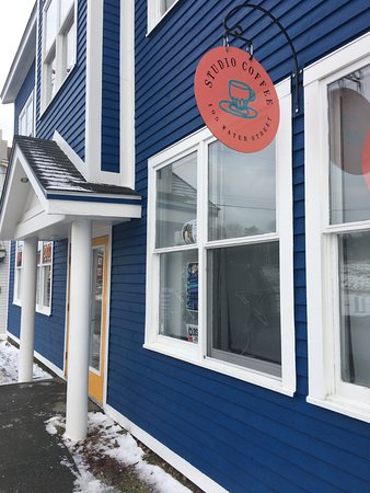 Carbonear, Canadá: Studio Coffee is housed in a traditional building sharing space with an art gallery & gift shop