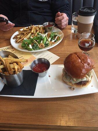 Οτάβα, Ιλινόις: Shrimp tacos and bison burger