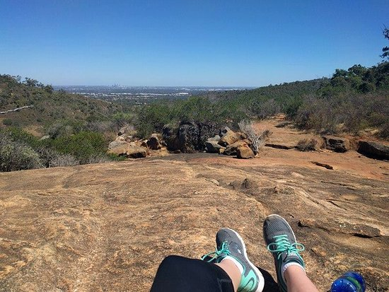 Gosnells, Australien: At the top of the falls (I think this is where the water would flow in cooler months)