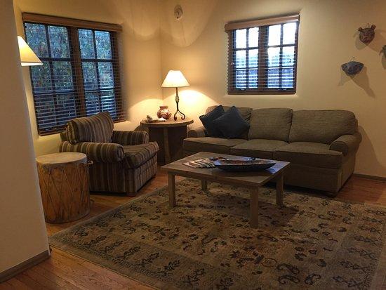 Inn on the Alameda: Suite living room