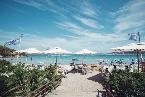 Porto Taverna, Itália: direttamente sulla spiaggia...