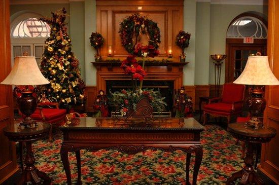 Hotel Northampton: Holiday Lobby