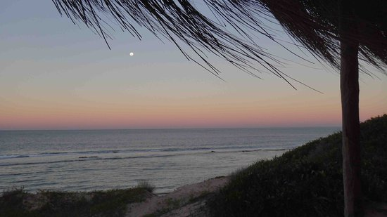 Moon rise over the Indian Ocean from Tofo Earth Lodge