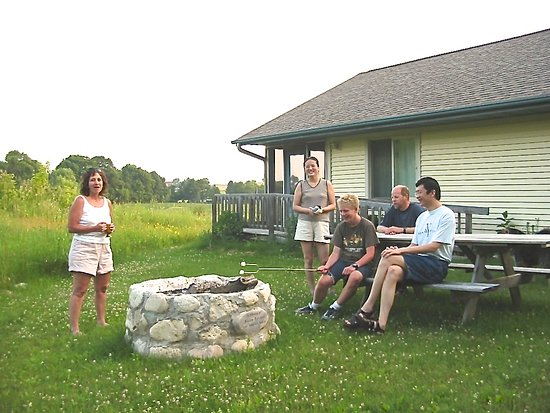 Newburg, WI: Friends gather at Welcome HOME