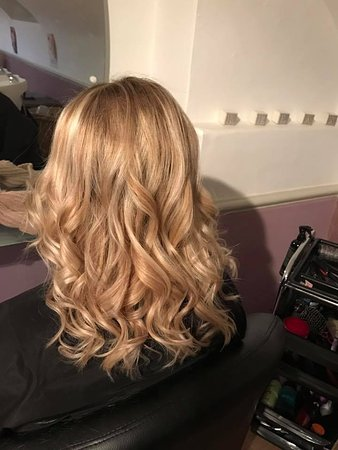 Barham, UK: Hairstyling