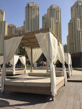 Sofitel Dubai Jumeirah Beach: Hire a cabana for the day!