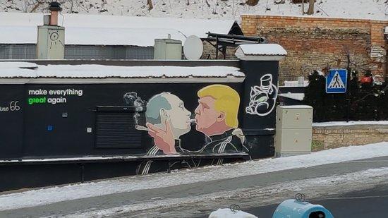 Putin/Trump Mural
