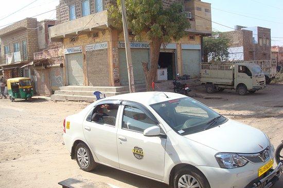 Jaisalmer Taxi Wala