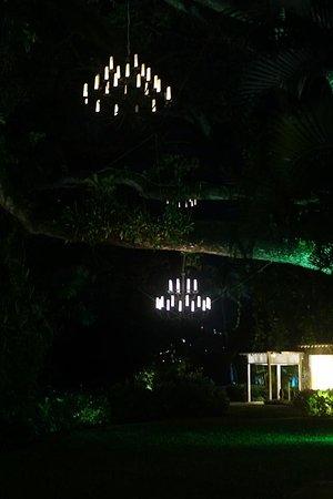Rendezvous Resort: The walk to dinner