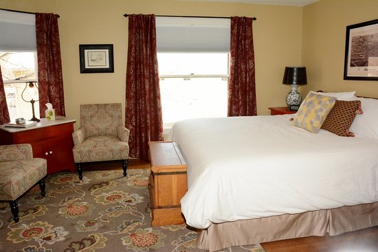 Fairport, Нью-Йорк: East Guestroom - king size bed