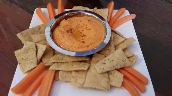 Thompson Falls, MT: Roasted red pepper hummus with carrots and pita chips