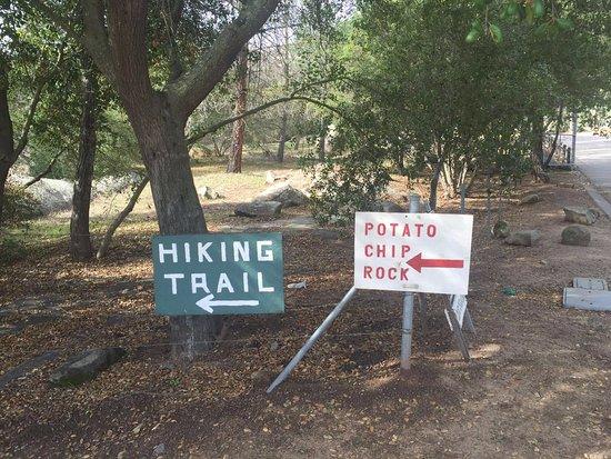 พาวเวย์, แคลิฟอร์เนีย: 薯片岩路标