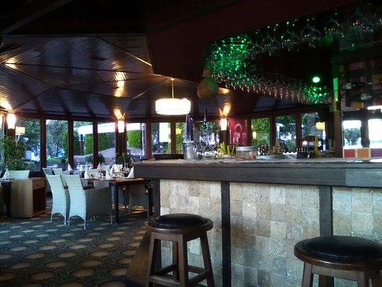 Green Beach Restaurant: Inside