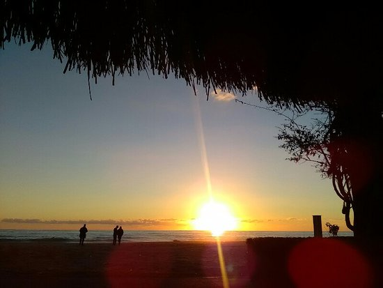 Green Beach Restaurant: Sunset view from the table