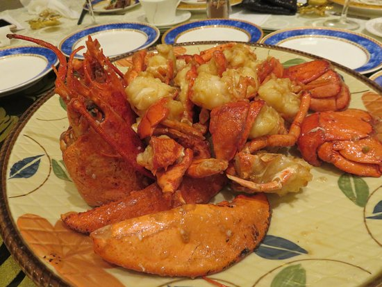 Richmond Hill, Canadá: Braised giant lobsters with consomme