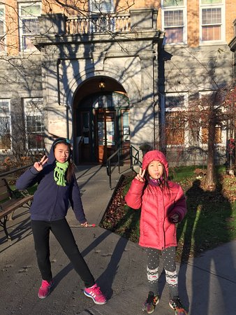 Stanstead, Kanada: But the opera house was open