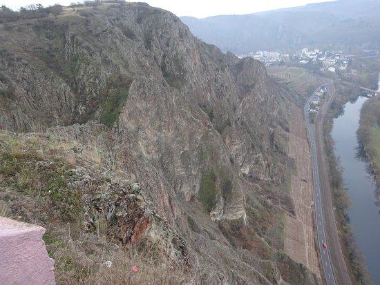 Бад-Мюнстер-ам-Штайн-Эбернбург, Германия: steile Felswand, toller Ausblick