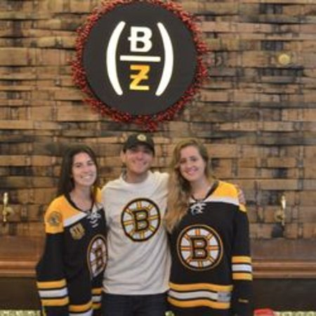 Weymouth, Массачусетс: Some of our happy staff and Bruins fans