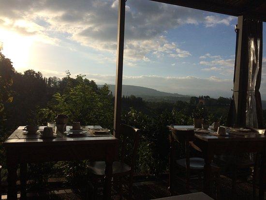 Salvadonica - Borgo Agrituristico del Chianti: Vista varanda restaurante